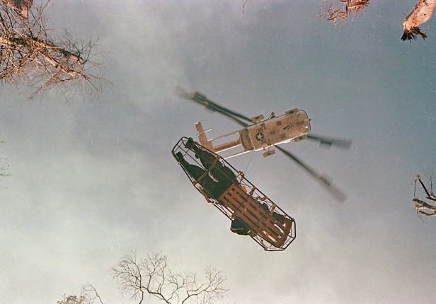 VIETNAM WAR HELICOPTER LIFT