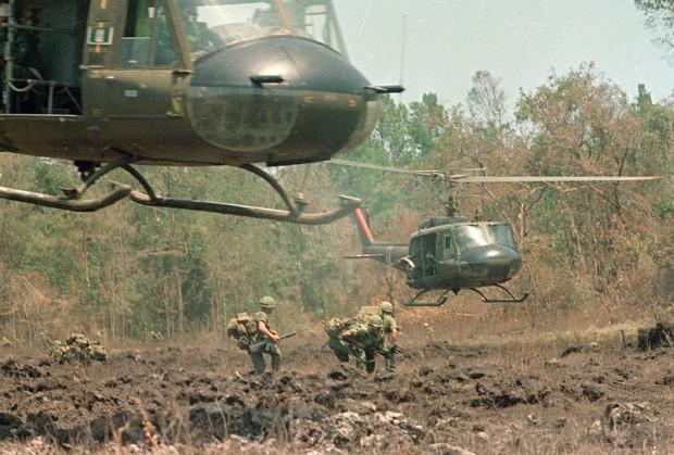 VIETNAM WAR U.S. PARATROOPERS
