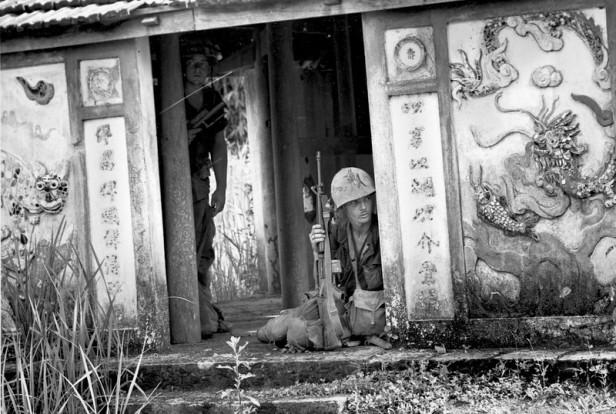 VIETNAM WAR U.S. MARINES PATROL