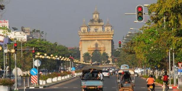 634_320_Patuxai Arch_1_1_Laos_Vientiane_201341