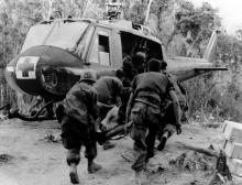 medevac_helicopter_vietnam_war