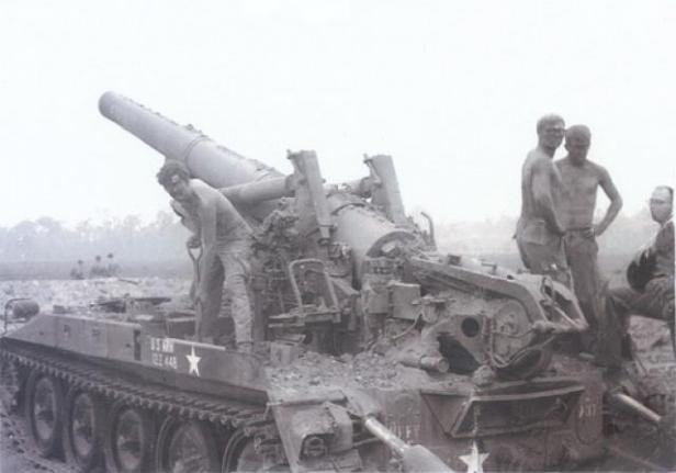 artillery-at-fire-base-illingsworth