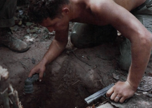 sgt-_ronald_h-_payne_tunnel_rat_vietnam_war_1967