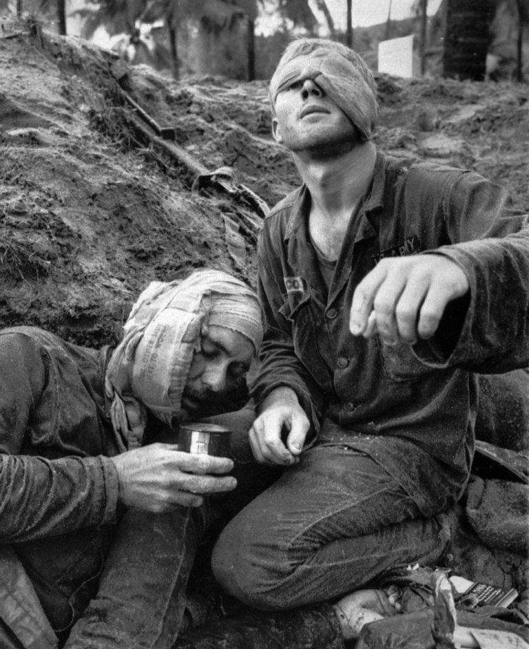 scènes de combats Vietnam-ken-burns-buell-huet-05