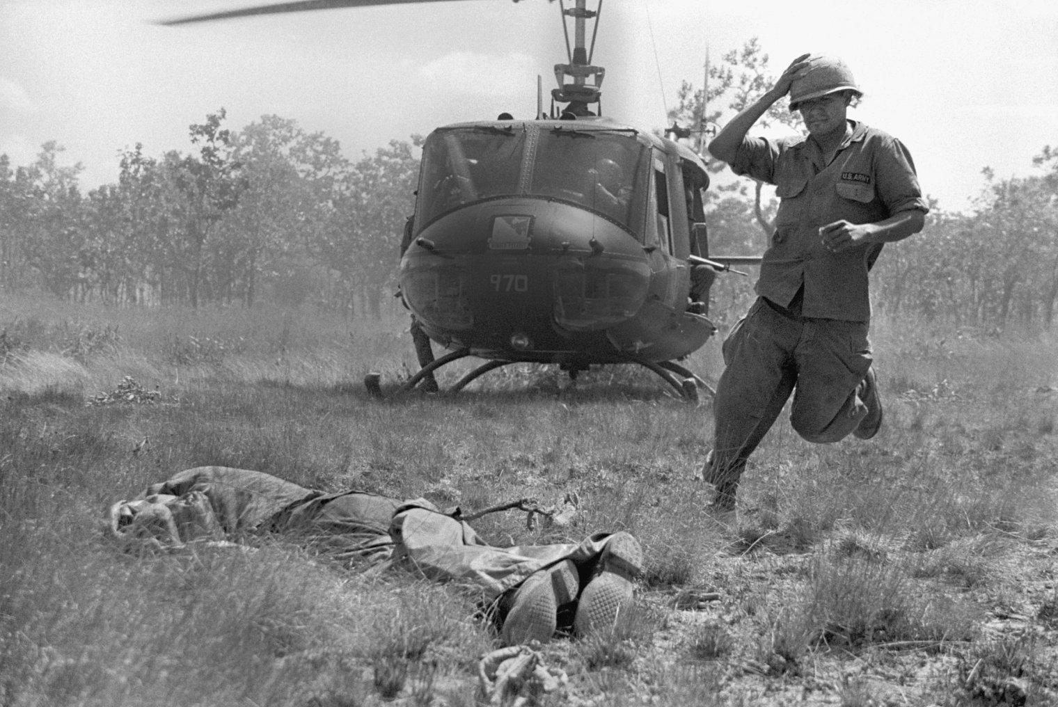 hélicoptères  Vietnam-ken-burns-galloway-08